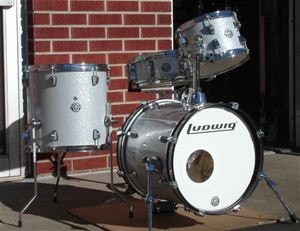 ludwig lc179x breakbeats by questlove white sparkle mobile drum kit. Black Bedroom Furniture Sets. Home Design Ideas